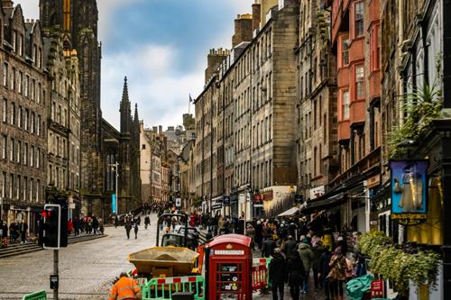 Royal Mile busy street in Edinburgh