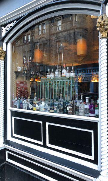 Shop selling alcohol including Edinburgh Gin on the Royal Mile in Edinburgh