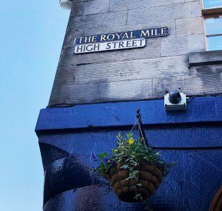 A Royal Mile Street sign on a building in Edinburgh
