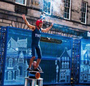 A street performer performing at the Edinburgh Festival Fringe
