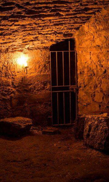 A spookily lit underground dungeon in Edinburgh