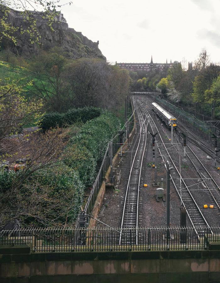 Train travelling past Edinburgh Castle
