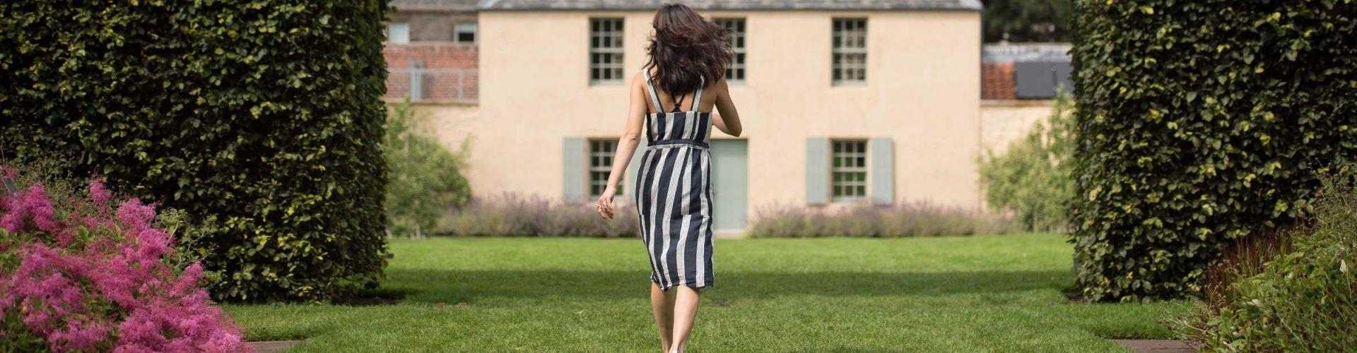 Woman in summer dress walking through the Botanic Gardens in Edinburgh